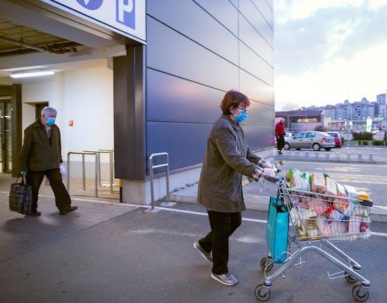 Ältere Menschen und jene, die zur Risikogruppe gehören, sollen wieder zwischen 8 und 9 Uhr einkaufen gehen.