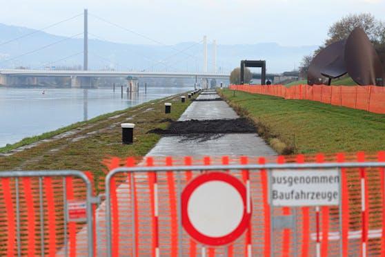Hier werden entlang der Donaulände 34 Anlegepoller ausgetauscht.