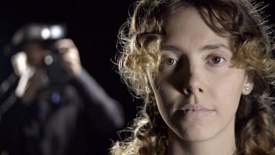 """Mit einzelnen Spielfilmsequenzen begibt sich die TV-Doku """"Estibaliz C. - Die Eislady"""" auf die Spur der Doppelmörderin."""