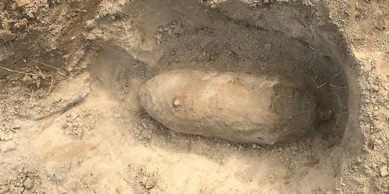 Diese 100-Kilo-Fliegerbombe wurde von Arbeitern im Augarten gefunden