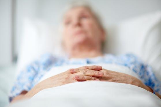 Das Besuchsverbot ist für alte Menschen im Krankenhaus besonders hart. Viele wissen überhaupt nicht, warum sie hier sind.