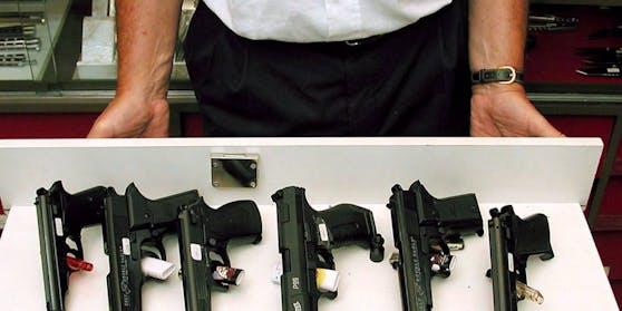 Waffengeschäfte dürfen während des Lockdowns offen haben.
