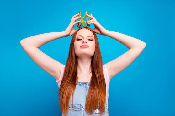 Manche Sternzeichen sind überzeugt davon, dass sie eine Krone im Alltag tragen sollten.