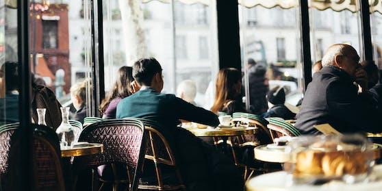 Österreicherinnen und Österreicher strömen wegen des Lockdowns vermehrt in die Schweizer Restaurants.