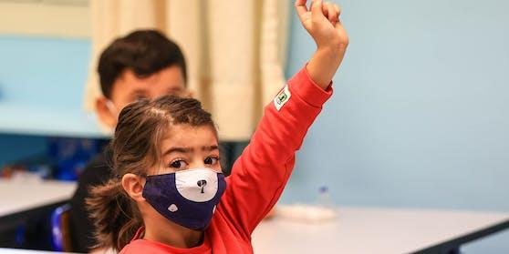 Auch Kinder ab 10 Jahren sollen eine Maske im Unterricht tragen.
