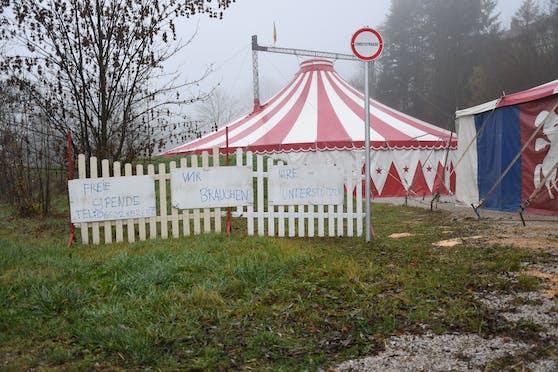 Der kleine Familienbetrieb besteht nur aus fünf Personen und ein paar Tieren. Nun sitzen sie in Niederösterreich während des Lockdowns fest.