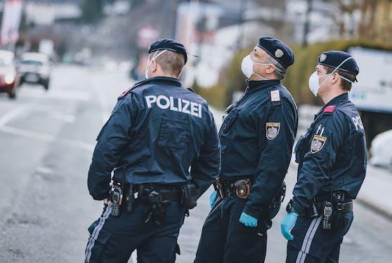 Die Polizei überwacht die Einhaltung der Verordnung. Symbolbild