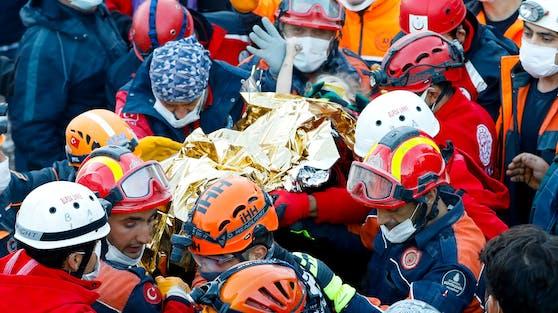 Ein dreijähriges Mädchen ist 65 Stunden nach dem schweren Erdbeben in der Türkei geborgen worden.