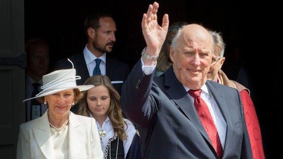 König Harald zählt nicht nur Risikogruppe, sondern muss sich noch von seiner Herz-Operation erholen.