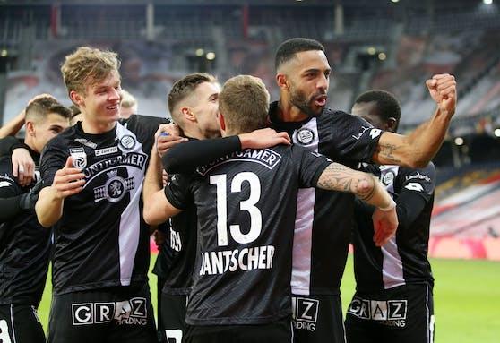 Sturm Graz feiert den 3:1-Erfolg in Salzburg.