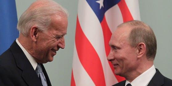Biden und Putin bei einem Treffen in Moskau am 10. März 2011.