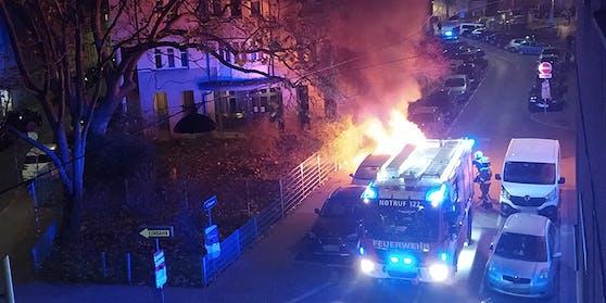Ein geparkter PKW stand in der Nacht auf Sonntag in Flammen.