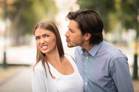 Manche Menschen küssen so schlecht, dass die Lust dadurch zerstört wird, und man stattdessen lieber die Flucht ergreift.