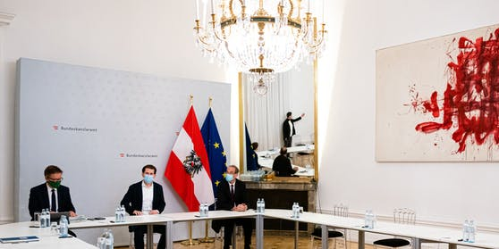 Nächtliche Videokonferenz in Zimmer 107 des Kanzleramts: Sebastian Kurz, Rudolf Anschober, Heinz Faßmann