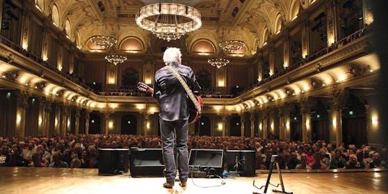 Reinhard Mey steht seit den 1950er-Jahren auf der Bühne