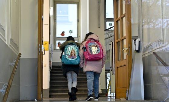 Derzeit werden die Schüler via Distance Learning unterrichtet, ein Betreuungsangebot an den Schulen gibt es aber weiterhin.