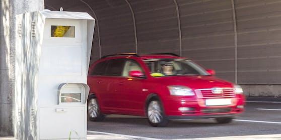Eine Radarfalle wurde nun einem 23-Jährigen zum Verhängnis. Aber anders, als sie sonstigen Verkehrsteilnehmern Geld kostet.