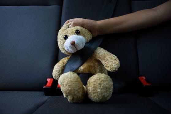Wahnsinnsaktion eines 27-jährigen Familienvaters. Er fuhr ein Straßenrennen, am Rücksitz saßen seine Freundin und die beiden Kinder. (Symbolfoto).