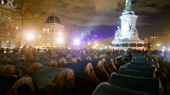 Der Pariser Place de la Republique mit den Zelten.