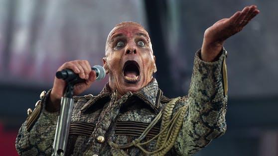 """Rammstein""-Frontmann Till Lindemann hat seinen Webshop um eine streng limitierte Dildo-Kollektion erweitert."
