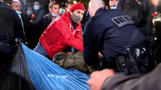 Räumung eines Flüchtlingslagers in Paris.