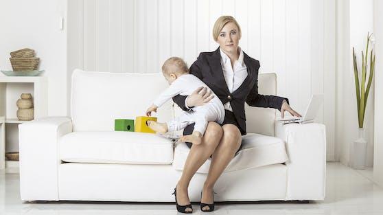 Beruf und gleichzeitig Kinderbetreuung stellt viele Frauen im Lockdown vor Probleme