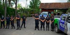 Polizei sichert das Anwesen von totem Maradona ab
