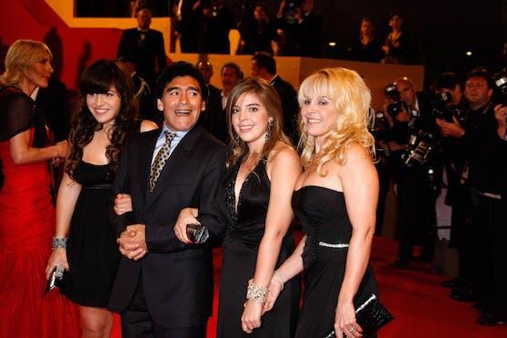 Diego Maradona mit Ex-Frau Claudia Villafane und seinen beiden Töchtern Dalma und Gianinna.