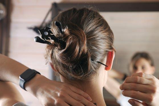 """Diese Tipps lassen den """"bösen"""" Haaransatz - zumindest fast - verschwinden."""