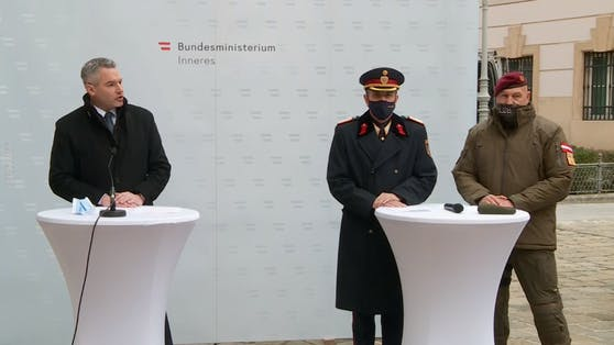 v.l.n.r.: Innenminister Karl Nehammer, Generaldirektor für die öffentliche Sicherheit Franz Ruf und Brigadier Hannes Gulnbrein