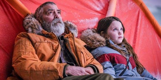 """23.12. """"The Midnight Sky"""" mit George Clooney (links), der in dem Film kaum wiederzuerkennen ist."""