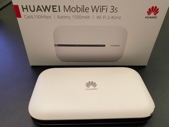 """Bei jeder Neuanmeldung für einen educom-Datentarif gibt es während der """"Black Friday Week"""" einen """"Huawei Mobile WLAN-Hotspot"""" gratis dazu."""