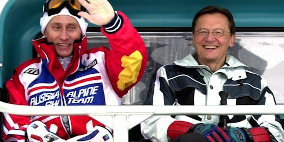 Der russische Präsident Wladimir Putin und Österreichs Bundeskanzler Wolfgang Schüssel beim Liftfahren am 10. Februar 2001 in St. Christoph am Arlberg