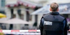 Spurensicherung mit Metalldetektoren am Terror-Tatort