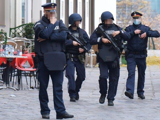 Die Polizei hat den Tatort weiträumig abgeriegelt.