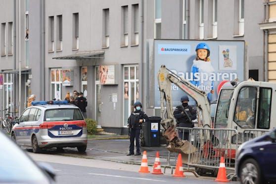 In der Gürtelstraße kam es heute in Linz zu einem großen Polizeieinsatz im Zusammenhang mit dem Terroranschlag in Wien.