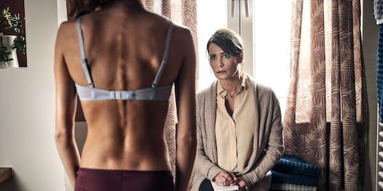 Susanne (Anja Kling) ist schockiert über die Krankheit ihrer Tochter Lara.