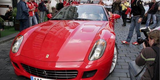 Der Ferrari wurde im Rahmen einer Routinekontrolle sichergestellt. Symbolbild.