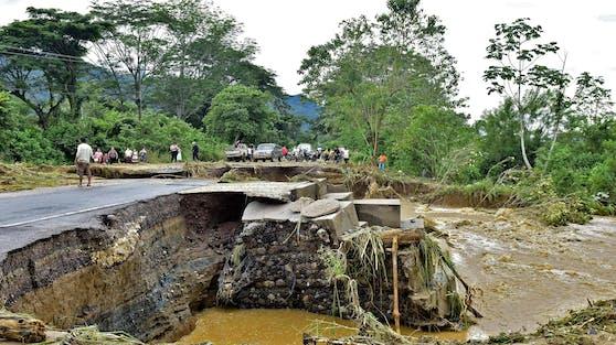 Schlammlawinen rund um die Stadt San Cristobal Verapaz hätten etwa 25 Häuser verschüttet.