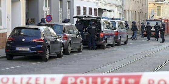 Wiener Polizei stürmt Moschee des Attentäters in Meidling