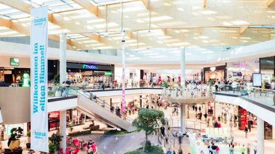 Das Shopping-Center HUMA ELEVEN heißt seine Kunden mit 90 Shops willkommen.