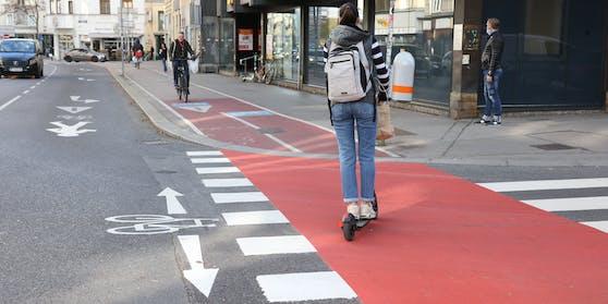 Viele Piktogramme und kräftige Farbe an gefährlichen Stellen in Wien.
