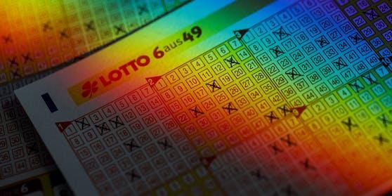 Ausgefüllte Lottoscheine des deutschen Lottos 6aus49.