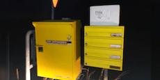 Paketbote deponiert Packerl in der Pampa