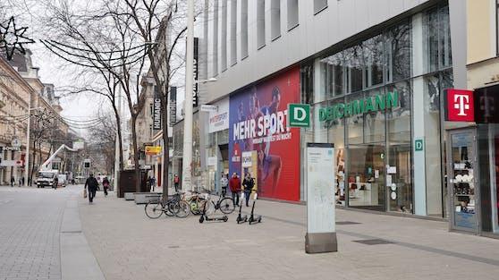 Die Geschäfte auf der Mariahilfer Straße sind geschlossen.