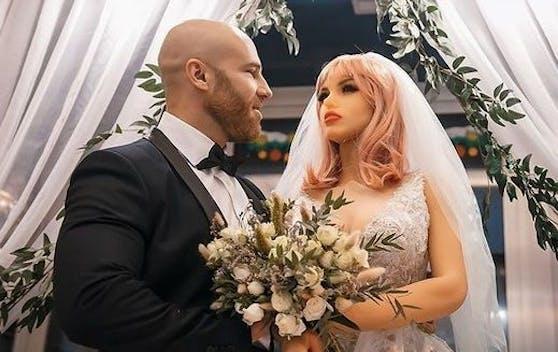 Ein Mann heiratete seine geliebte Sex-Puppe!