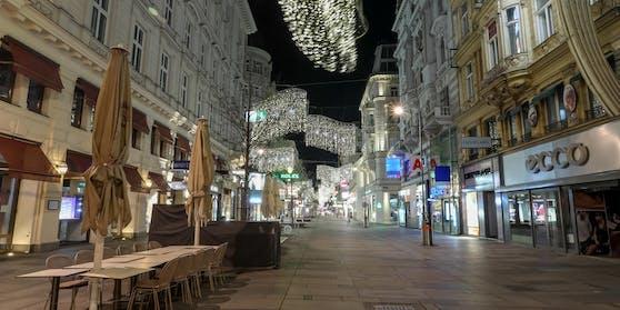 Die Kärntner Straße während des Lockdowns. Geht es nach der SPÖ, könnte der Handel bis 7. Jänner wieder zusperren.