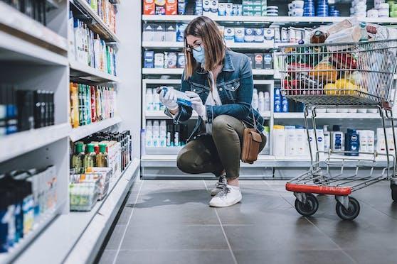 Einkaufen in der Hygiene-Abteilung: Viele Hygiene-Produkte werden 2021 billiger.