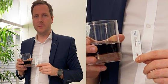 Michael Schnedlitz mit bestandenem Cola-Corona-Test