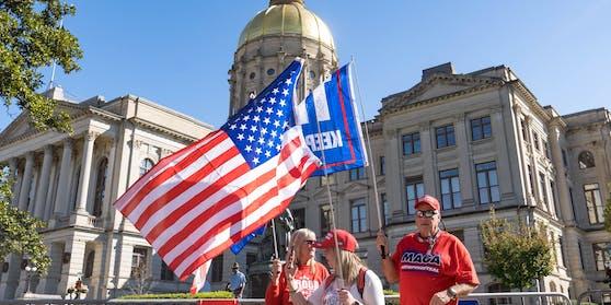 Unterstützer des abgewählten Präsidenten Donald Trump bezeichnen die Wahl als geklaut. (Archivbild)